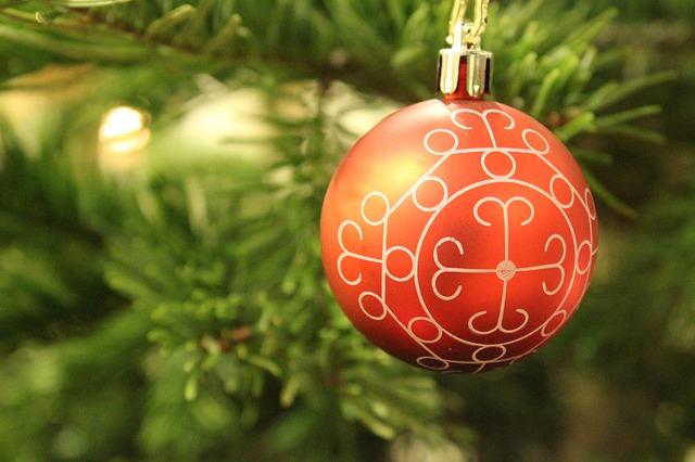 christmas-ornament-238905_640
